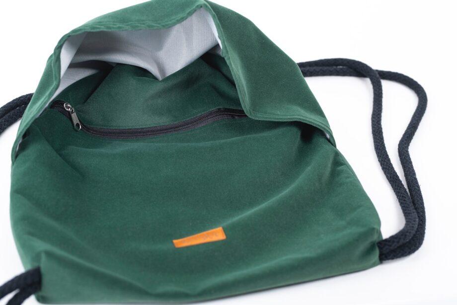 Plecak w kolorze zielonym z falbanką - detal..