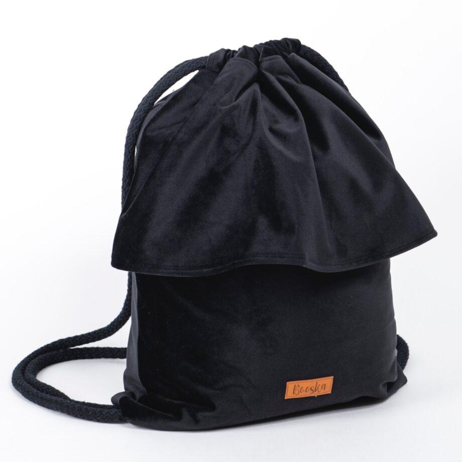 Plecak - worek, czarny z falbanką.