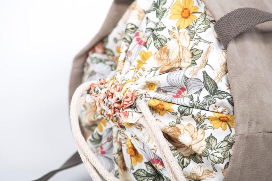 Torba - worek beżowa, kwiaty vintage - detal.