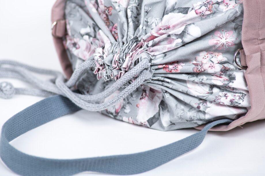 Torba - worek pudrowy róż, kwiaty - detal.