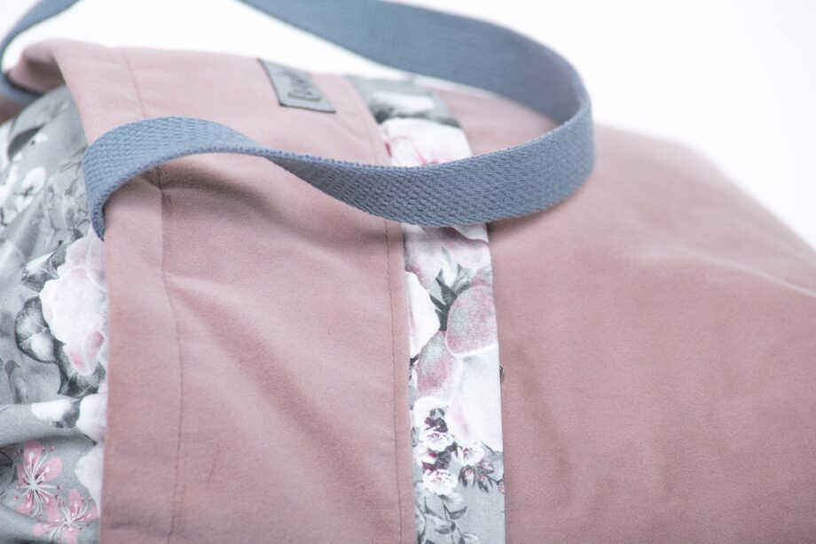 Torba - worek pudrowy róż z kieszenią, kwiaty - detal.