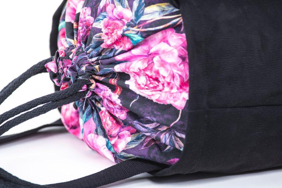 Torba - worek, czarna, kwiaty piwonie - detal.