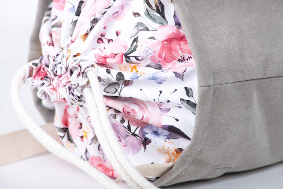 Torba - worek, jasno szara, kolorowe kwiaty - detal.