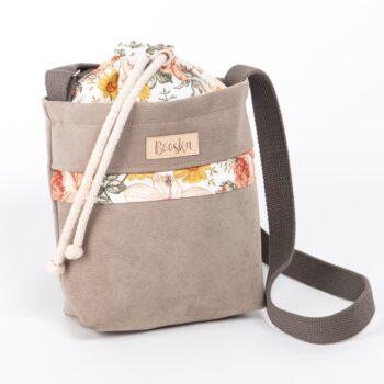 Mała torebka, z kieszenią, beżowa, wzór vintage.