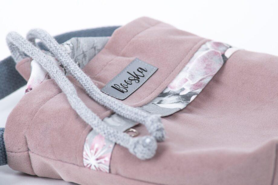 Mała torebka, z kieszenią, pudrowy róż, kwiaty - detal.