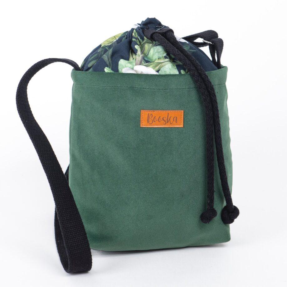 Mała torebka, butelkowa zieleń, kwiaty.