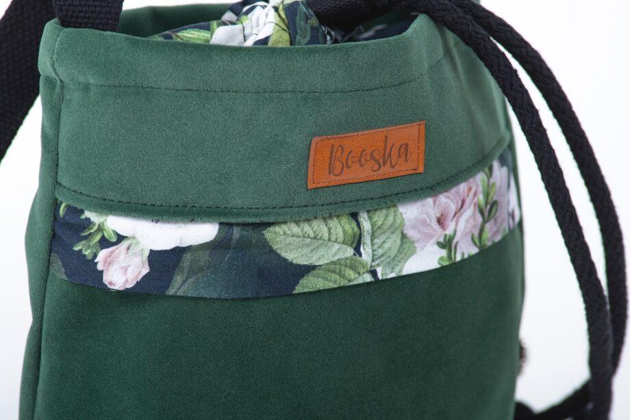 Mała torebka, z kieszenią butelkowa zieleń, kwiaty - detal.