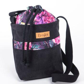 Mała torebka, z kieszenią, czarna, piwonie.