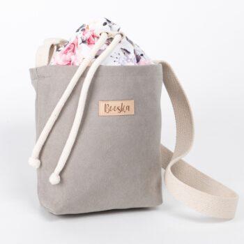 Mała torebka, szara, kolorowe kwiaty.