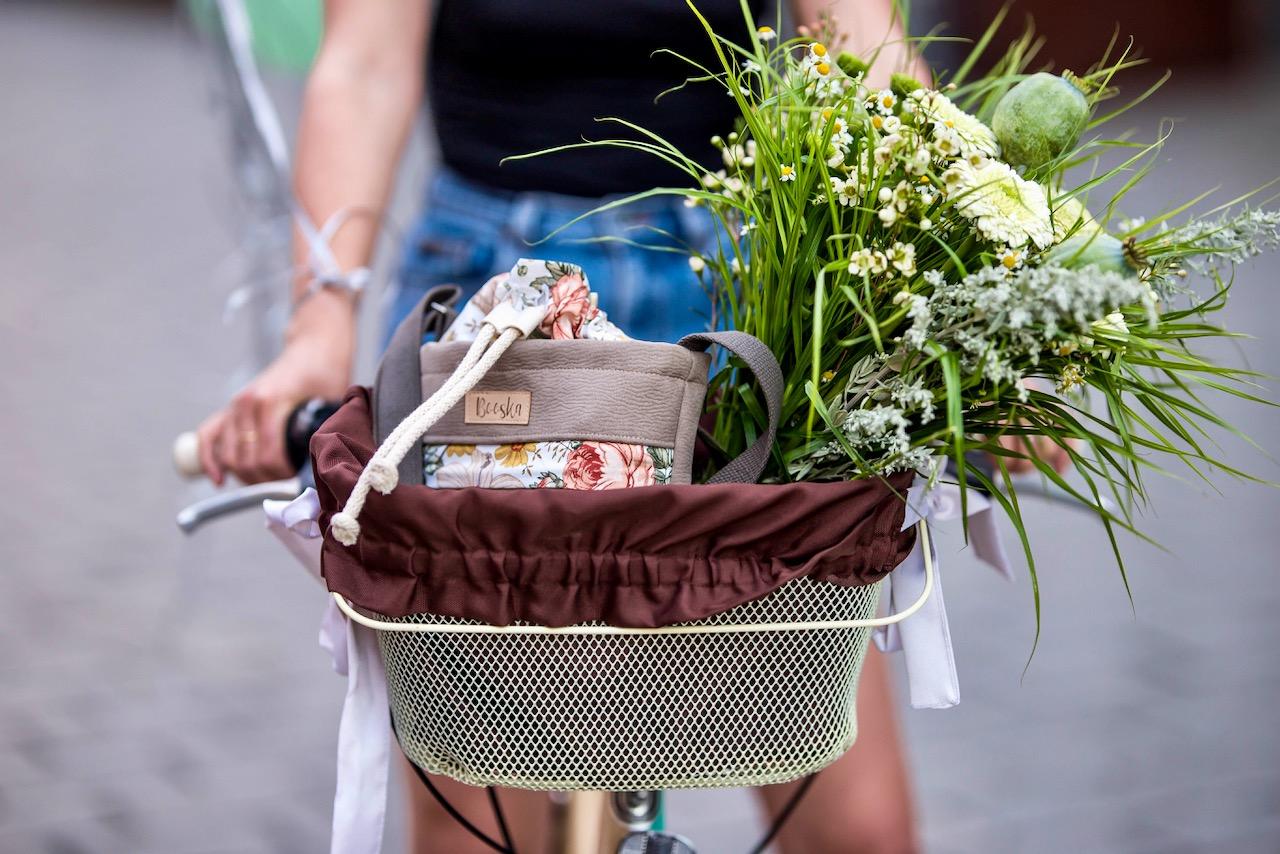 Booska mała torebka na rowerze